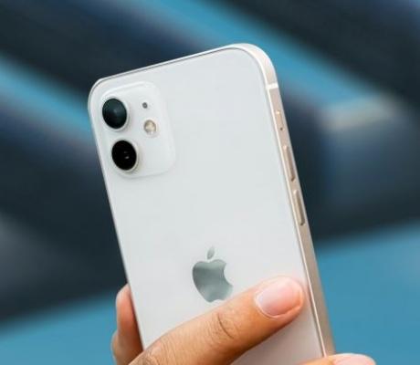 Apple poslovanjem ponovno nadmašio očekivanja analitičara
