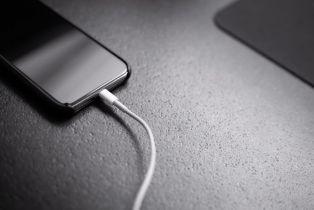 Europska komisija predložit će uvođenje jedinstvenog punjača za mobitele
