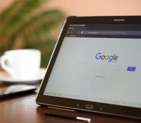 Europska komisija: Google  mora platiti kaznu od 2,4 milijarde eura zbog monopolističkog ponašanja